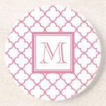 Rosas fuertes Quatrefoil blanco el | su monograma Posavasos Diseño
