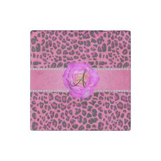 Rosas fuertes rosadas del leopardo del monograma imán de piedra
