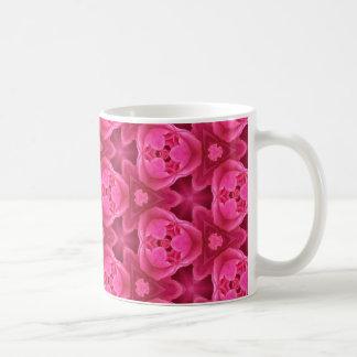 Rosas fuertes y modelo color de rosa abstracto taza clásica