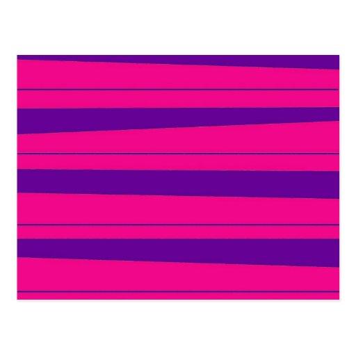 Rosas fuertes y modelo rayado intrépido púrpura tarjeta postal