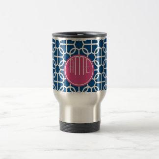 Rosas fuertes y monogramas geométricos azules del tazas de café