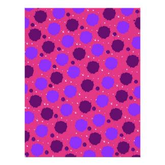 Rosas fuertes y puntos púrpuras del chapoteo plantillas de membrete