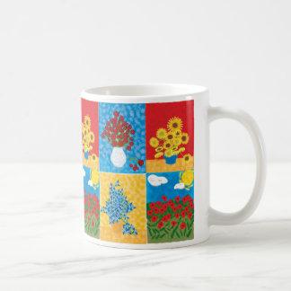 rosas, girasoles, iris, campo grande de la taza básica blanca