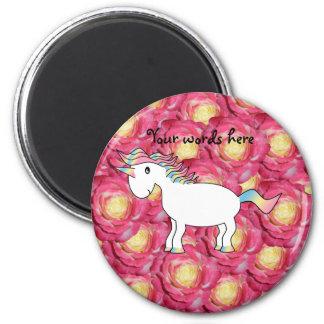 Rosas lindos del rosa del unicornio imán redondo 5 cm