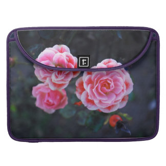 Rosas para más flores en el trabajo fundas para macbook pro