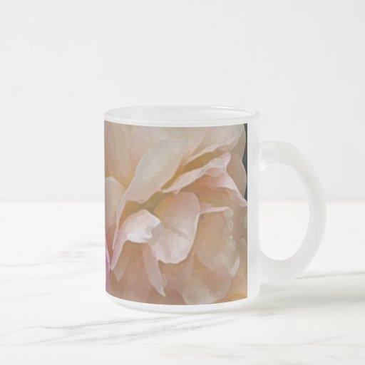 Rosas pasados de moda taza de cristal