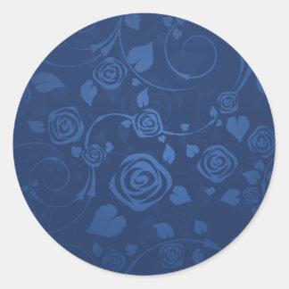 Rosas preciosos de los azules marinos pegatina redonda