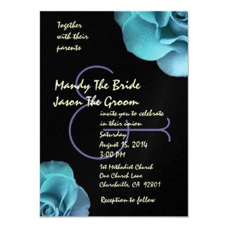 """Rosas púrpuras azules y plantilla negra del boda invitación 4.5"""" x 6.25"""""""