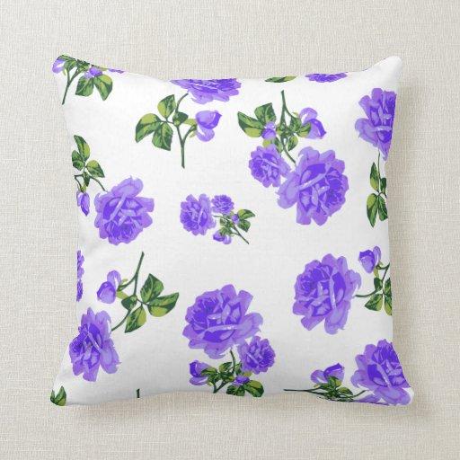 Rosas púrpuras del vintage en el amortiguador almohadas