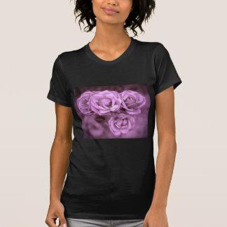 Rosas púrpuras del vintage playeras