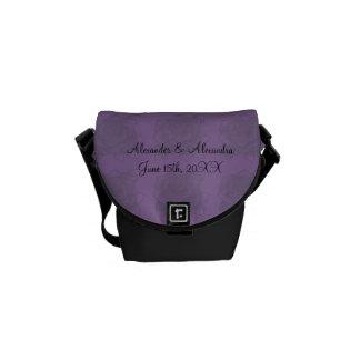 Rosas púrpuras que casan favores bolsa de mensajería