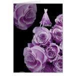 Rosas púrpuras y vestido de la dama de honor CONOC Felicitación
