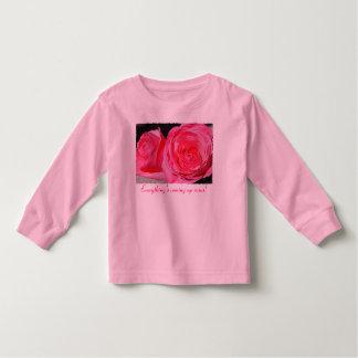 Rosas que suben rosados playeras