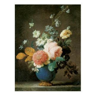 Rosas, ranúnculo y otras flores en un florero azul tarjetas postales