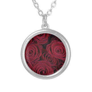 Rosas rojo oscuro collar plateado