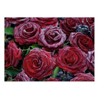 Rosas rojo oscuro congelados en un sepulcro tarjetas de visita grandes