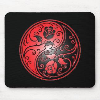 Rosas, rojo y negro de Yin Yang Alfombrillas De Raton