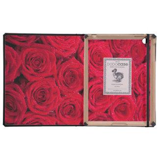 Rosas rojos con descensos del agua iPad protector