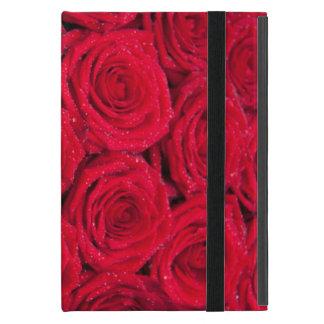 Rosas rojos con descensos del agua iPad mini fundas