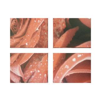 Rosas rojos con las gotitas de agua una en cuatro  lona estirada galerías