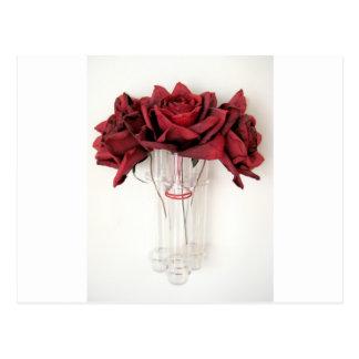 Rosas rojos de papel postales