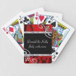 Rosas rojos de rubíes y el casarse de los remolino barajas de cartas