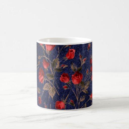 Rosas rojos de Vimtage y taza de café de cuero