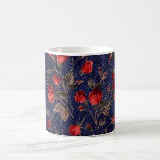 Rosas rojos de Vimtage y taza de café de cuero azu
