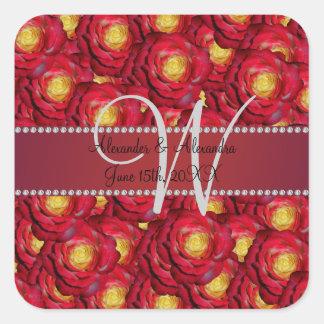 Rosas rojos del monograma del boda pegatina cuadrada