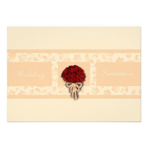 Rosas rojos del ramo del boda que casan la invitac