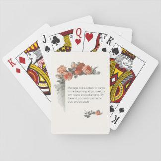 Rosas rojos del vintage que casan la cubierta del cartas de póquer