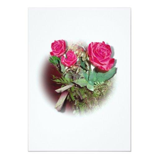 Rosas rojos en el fondo blanco invitación 12,7 x 17,8 cm