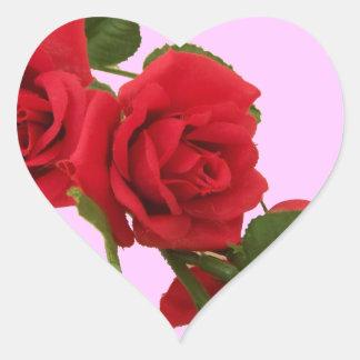 Rosas rojos pegatina en forma de corazón