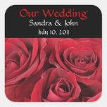 Rosas rojos que casan a los pegatinas pegatina cuadradas personalizadas