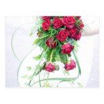 Rosas rojos que casan el ramo tarjeta postal
