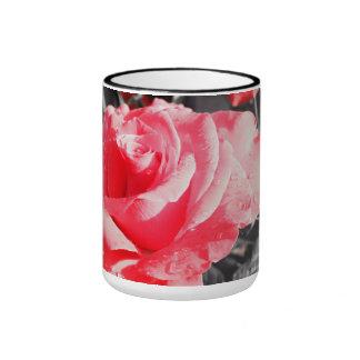 Rosas rojos románticos taza de dos colores