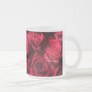 Rosas rojos taza de cristal