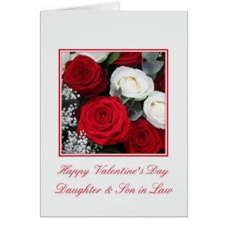 Rosas rojos y blancos del yerno de la hija tarjeta de felicitación