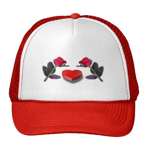 Rosas rojos y caja en forma de corazón del caramel gorra