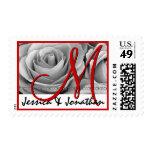 Rosas rojos y de plata del monograma del novio de  sello