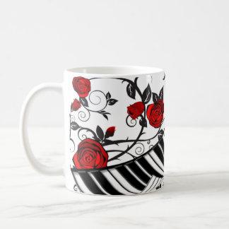 ¡Rosas rojos y llaves del piano, cogida del ojo! Taza De Café