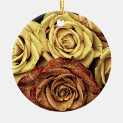 Rosas románticos adorno redondo de cerámica