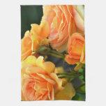 Rosas románticos del melocotón toalla de cocina