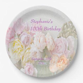 Rosas románticos en el 100o cumpleaños de los plato de papel de 9 pulgadas