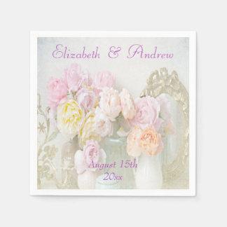 Rosas románticos en tarros que casan servilletas servilleta desechable