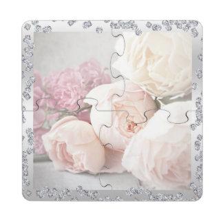 Rosas románticos y rompecabezas del práctico de posavasos de puzzle