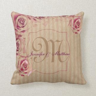 Rosas románticos y vintage de encargo del cojín