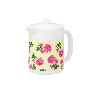 Rosas rosados bonitos con la tetera poner crema de