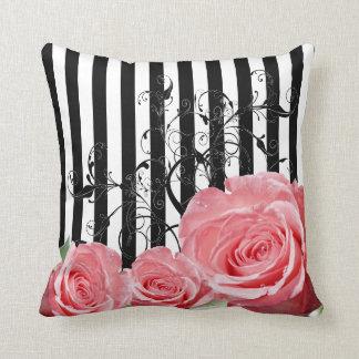 Rosas rosados de moda hermosos con remolinos cojines