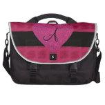 Rosas rosados del monograma del corazón bolsas de portatil